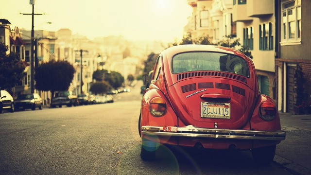 lifestyle_red-ww-car-on-street_274K[1]